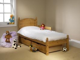 friendship-mill/fsm-Ted-Bed-Dressed.jpg
