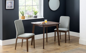 julian-bowen/lennox-table-2-berkeley-chairs-roomset-props.jpg